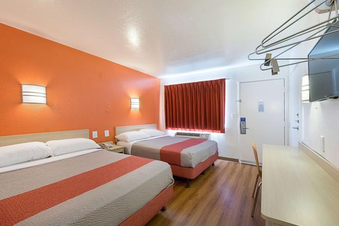 Motel 6 Mcallen - McAllen - Bedroom