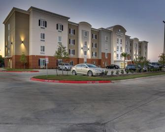 Candlewood Suites College Station AT University - Bryan - Building