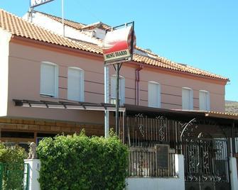 Pension Ronda - Baza - Gebäude