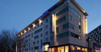 Holiday Inn Express Leeds City Centre - Armouries - Leeds - Building