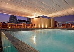 Galleria 10 Sukhumvit Bangkok By Compass Hospitality - Bangkok - Pool