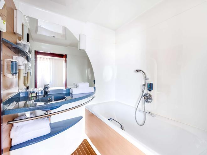 Novotel Suites Paris Nord 18ème - Paris - Bathroom