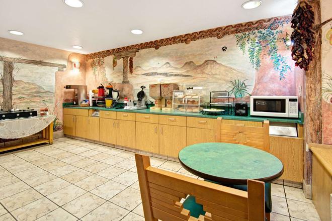 Microtel Inn & Suites by Wyndham Albuquerque West - Albuquerque - Buffet