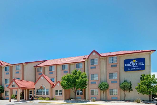 Microtel Inn & Suites by Wyndham Albuquerque West - Albuquerque - Building