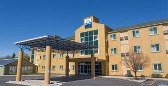 Days Inn by Wyndham Vernal - Vernal - Building