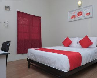 OYO 90080 Kay Inn Kerteh - Kerteh - Habitación