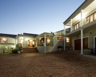 Sea Whisper Guest House - Jeffrey's Bay - Building