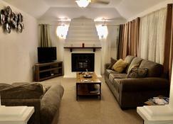 #4 Laurel - Bermuda Cottage - Somerset - Living room