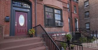 Saint Nicholas Inn - New York - Outdoor view