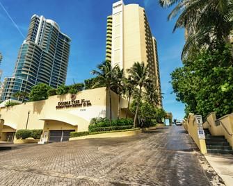 DoubleTree by Hilton Ocean Point Resort - North Miami Beach - Норт-Маямі-Біч - Building