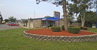 Motel 6 Kalamazoo - Kalamazoo - Building