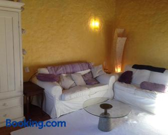 Les Mille Mimosas - Les Vans - Sala de estar