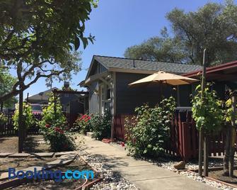 Andrea's Hidden Cottage - Sonoma - Building