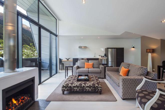 Queenstown Park Boutique Hotel - Queenstown - Living room