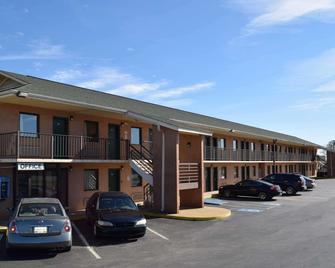Econo Lodge - Richburg - Building
