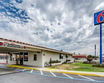 Motel 6 Manteca - Manteca - Building