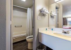 坎頓 6 號汽車旅館 - 北坎頓 - 坎頓 - 浴室