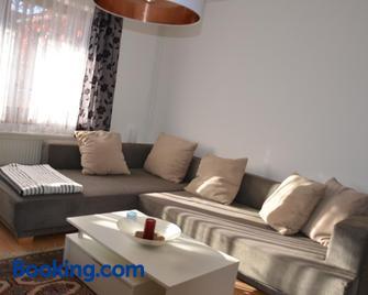 Ferienwohnung Haus Peter - Mettlach - Huiskamer