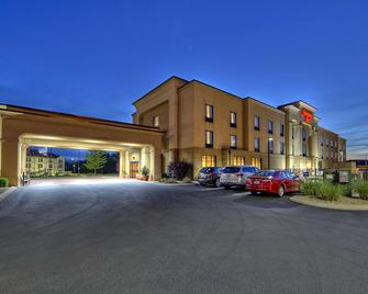 Hampton Inn Crossville - Crossville - Building