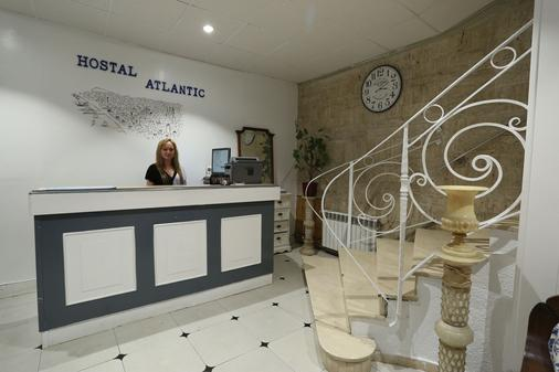 Hostal Atlantic - Calella - Front desk
