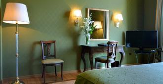 Grand Hotel Vesuvio - Neapel - Schlafzimmer