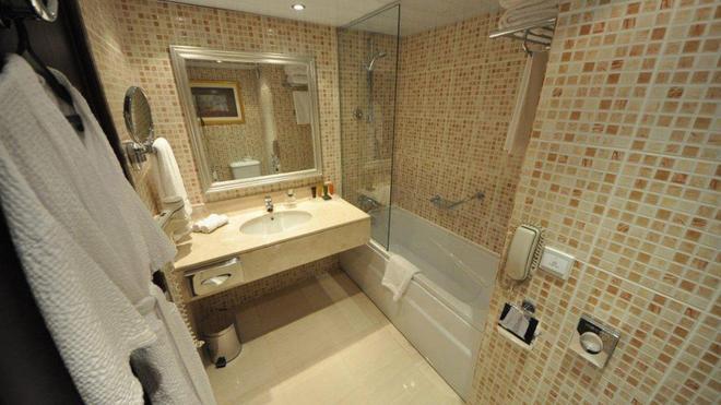 Le Passage Cairo Hotel & Casino - Cairo - Bathroom
