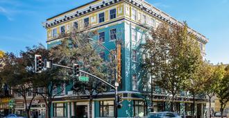 Hotel Clariana - San Jose - Building