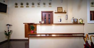 Light Hotel & Hub - Kiev - Recepción