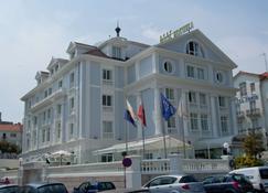 Hotel Hoyuela - Santander - Building