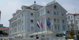 Hotel Hoyuela - סנטאנדר - בניין