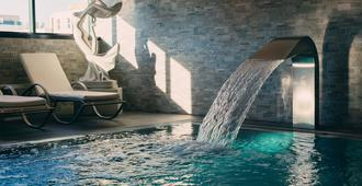 斯特拉斯堡雅典娜温泉康福酒店 - 斯特拉斯堡 - 游泳池