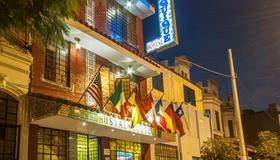 Hostal Iquique - Lima - Edificio