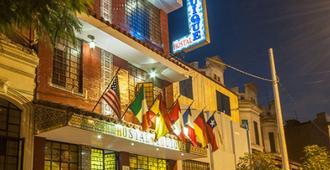 Hostal Iquique - Lima - Building