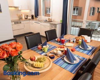 Ferienwohnung Gästehaus Fürlauwi - Wassen - Wohnzimmer
