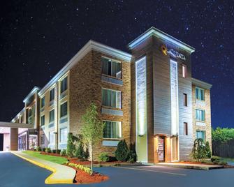 La Quinta Inn & Suites by Wyndham Sturbridge - Sturbridge - Gebouw