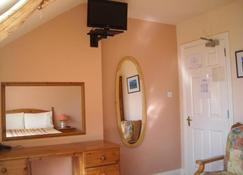 The Old Pier Guest Accommodation - Ballydavid - Room amenity