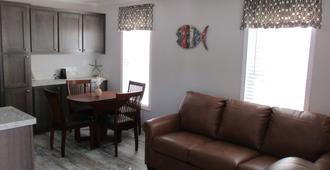 Horseshoe Cove Rv Resort - Bradenton - Living room