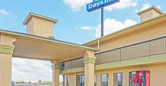Days Inn by Wyndham Morgan's Wonderland / IH-35 N - Сан-Антонио - Здание