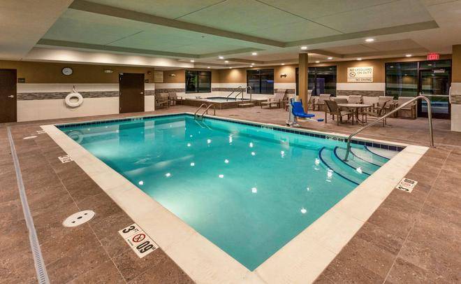 Hampton Inn & Suites Duluth North MN - Duluth - Pool