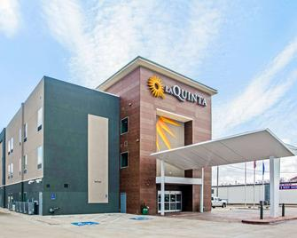 La Quinta Inn & Suites by Wyndham Ponca City - Ponca City - Building