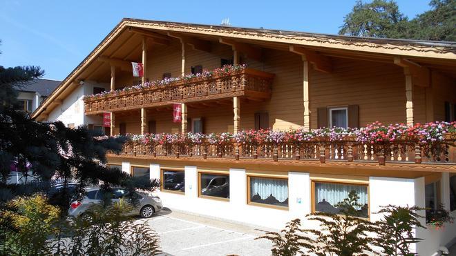Chalet Hotel Diamant - San Martino in Badia/St. Martin in Thurn - Building