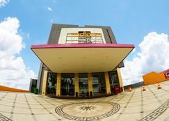 Midtown Xpress Sampit Kalimantan Tengah - Sampit - Gebäude