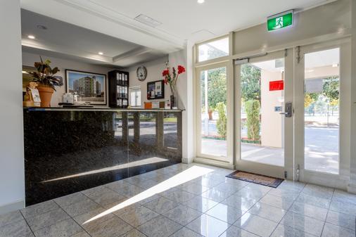 Baileys Motel - Perth - Front desk