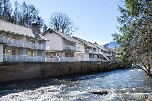 Rocky Waters Motor Inn - Gatlinburg