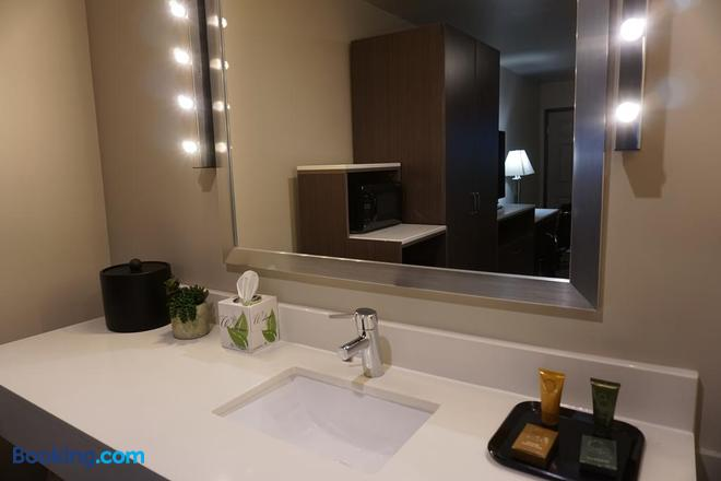 Crescent Bay Inn - Laguna Beach - Bathroom