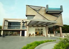 Hue Hotels and Resorts Puerto Princesa Managed by HII - Puerto Princesa - Building