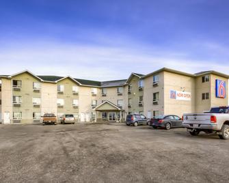 Motel 6 Regina SK - Regina - Building