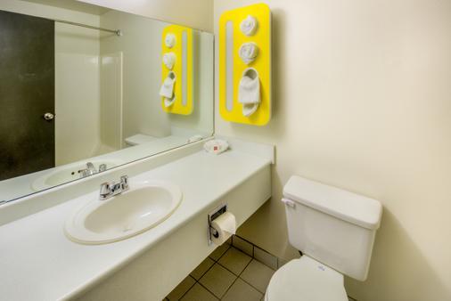 薩斯喀徹溫省里賈納 6 號汽車旅館 - 雷吉那 - 里賈納 - 浴室