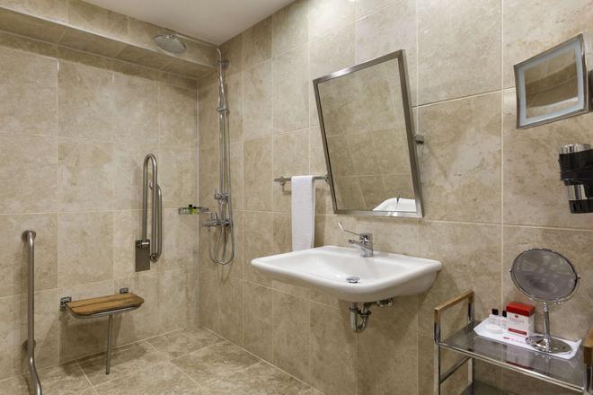 Ramada Plaza by Wyndham Izmit - İzmit - Bathroom