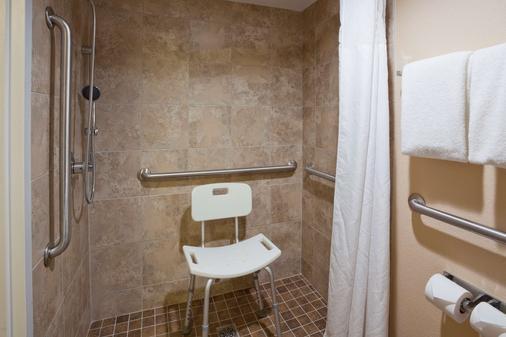 羅切斯特蓋斯特豪斯國際套房酒店 - 羅徹斯特 - 羅切斯特 - 浴室